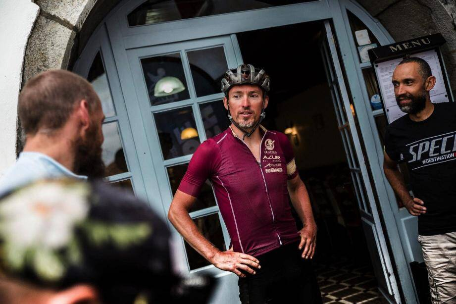Samedi 21 octobre, 30 cyclistes vont participer à La Baroudeuse (dont 20 sur le parcours de 317 km), au départ de La Turbie. Organisée par Cedric Amand (au centre), La Baroudeuse est la deuxième épreuve de bikepacking organisée en France. (DR)