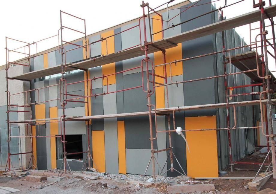 Les travaux de rénovation avancent à grands pas, telle la réalisation des sanitaires sur l'arrière de la salle des fêtes.
