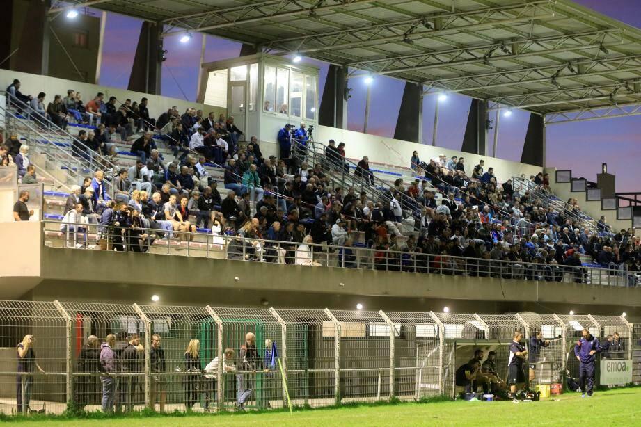 Le week-end dernier, l'USS a décalé son match face à Agde au samedi soir. Sans plus de succès. Le stade Marquet n'a pas affiché l'affluence escomptée...