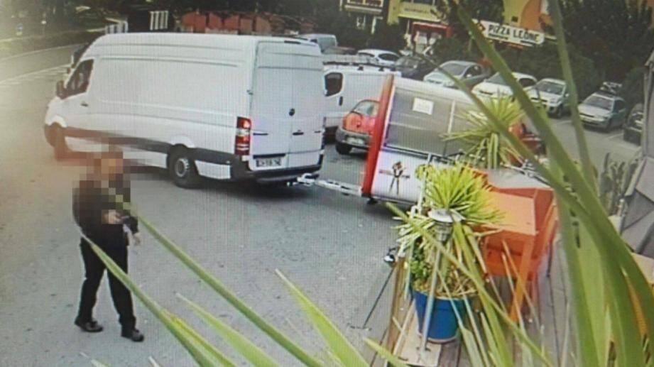 Loin d'être des voleurs, les hommes qui ont remorqué le food-truck ont été victimes d'une escroquerie.