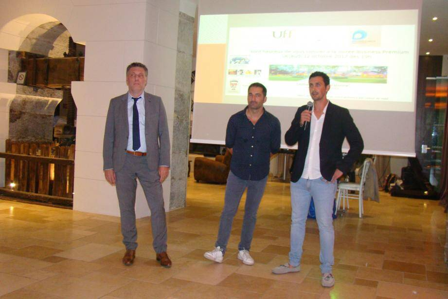 De gauche à droite, Antoine Assailly de l'UFF, Thomas Cassard et Laurent Roux du groupe GF Consultants ont pris la parole pour remercier leurs clients lors de cette délicieuse soirée.