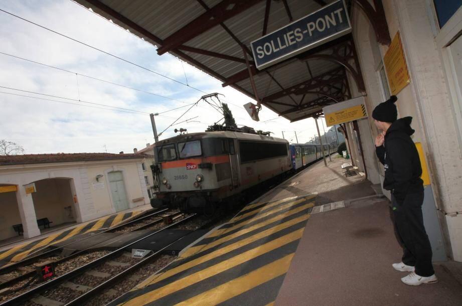 Les faits se sont déroulés jeudi, à proximité de la gare de Solliès-Pont.