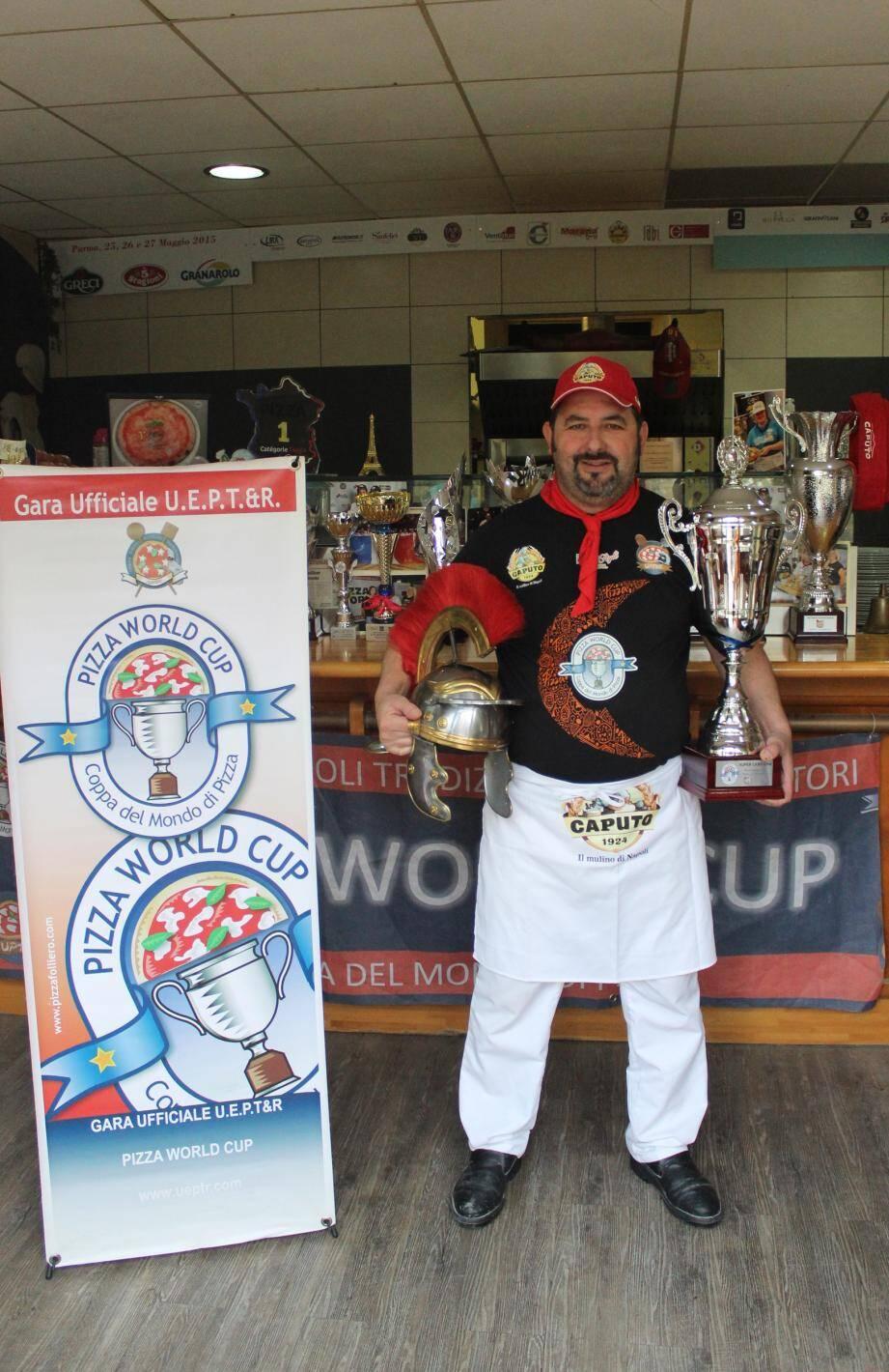 Laure nt Raimondi a dû réaliser quinze pizzas pour remporter le trophée.(DR)