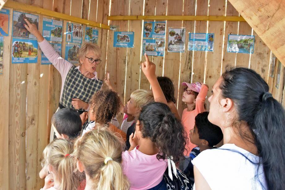 Des huttes pédagogiques pour découvrir l'époque gallo-romaine.