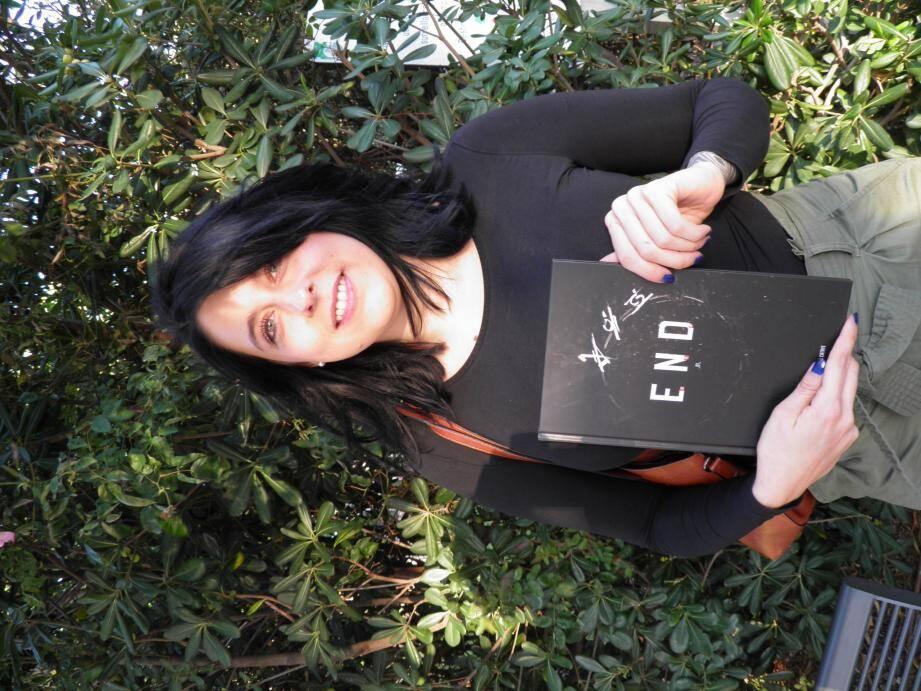 """Versée dans l'écriture depuis plusieurs années, Caroline Gonzales présente """"End"""", un projet mis en chantier voici deux ans."""