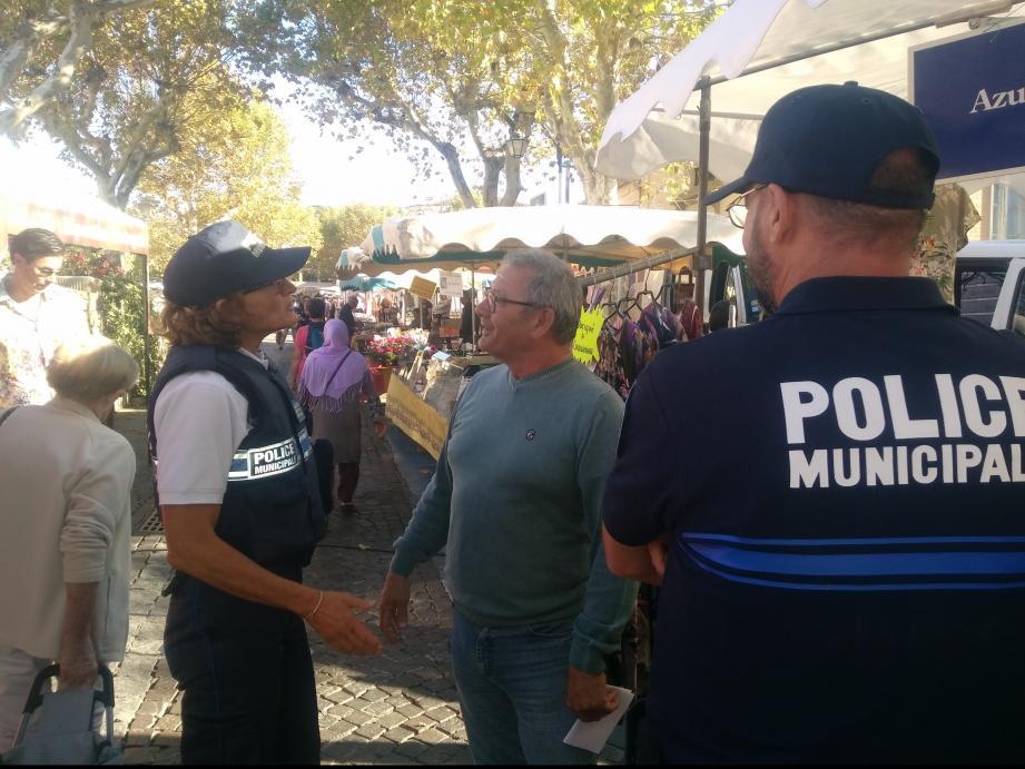 Police de proximité, la police municipale est au quotidien au contact de la population carqueirannaise.