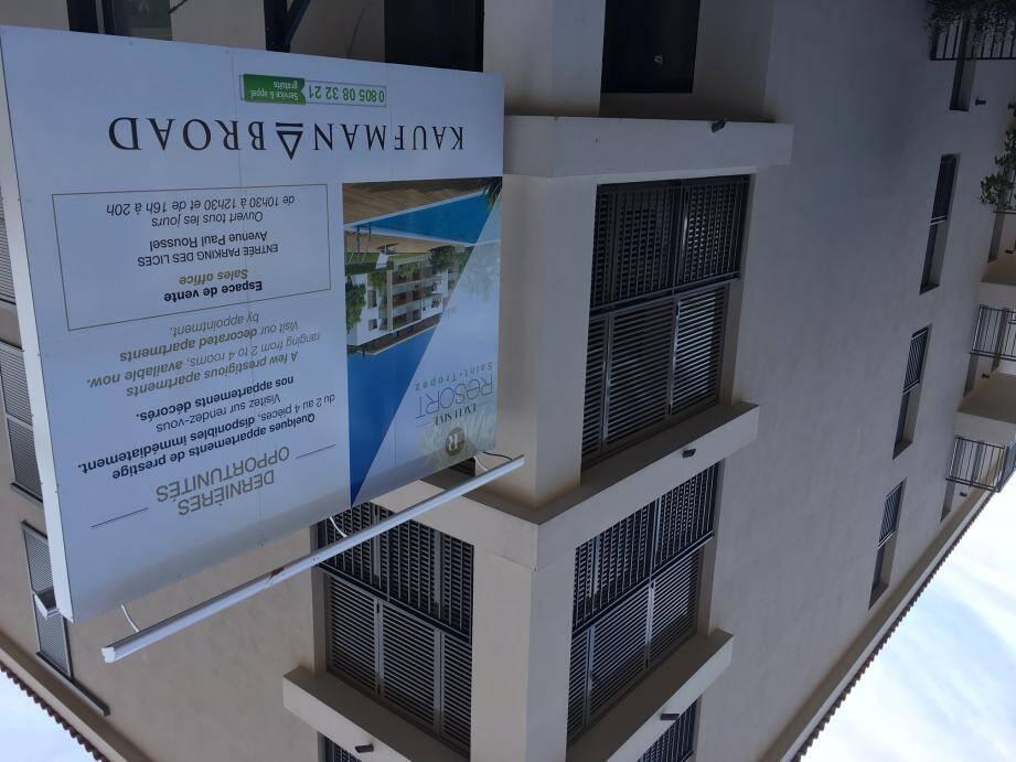 Tandis que la commercialisation des appartements se poursuit, le directeur de la Sagem ne lâche rien « pour faire payer K&B plutôt que la ville ».
