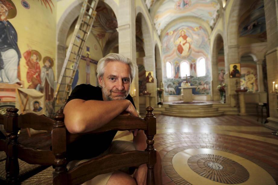 """L'artiste Vadim Garine a imaginé puis conçu 700 m2 de fresques en treize ans, dans le seul chantier de l'église orthodoxe du monastère Saint-Michel.Un travail de longue haleine. """"Il fallait que l'on perçoive le résultat comme quelque chose fait d'un seul trait"""", explique l'artiste."""