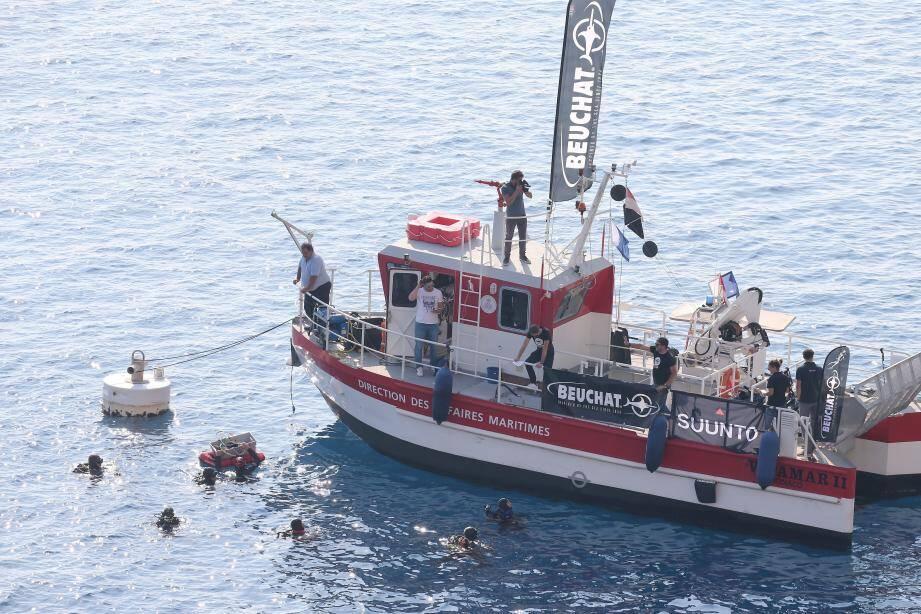 Six plongeurs étaient sous l'eau lors de ce Facebook live, à la découverte du Toulonnais, remorqueur immergé à 35 mètres de profondeur et devenu site de plongée sous-marine en 2014.