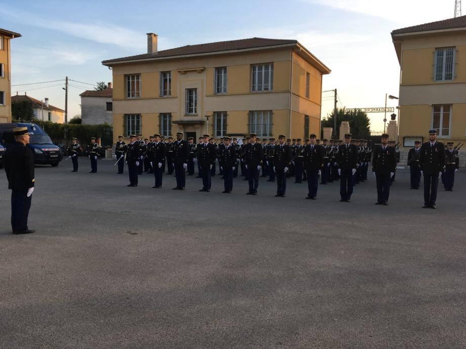 Onze hommes de l'EGM 23/6 ont reçu la médaille d'honneur pour acte de courage et de dévouement suite aux événements du 16 mars dernier, au lycée Alexis-de-Tocqueville.