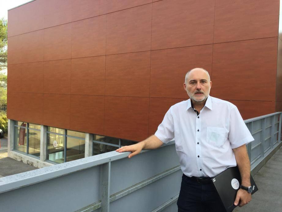 Le Wikipédia du logiciel ou la bibliothèque d'Alexandrie du logiciel. Le Software Heritage piloté par Roberto Di Cosmo est un  projet gigantesque incubé depuis ses débuts par Inria.