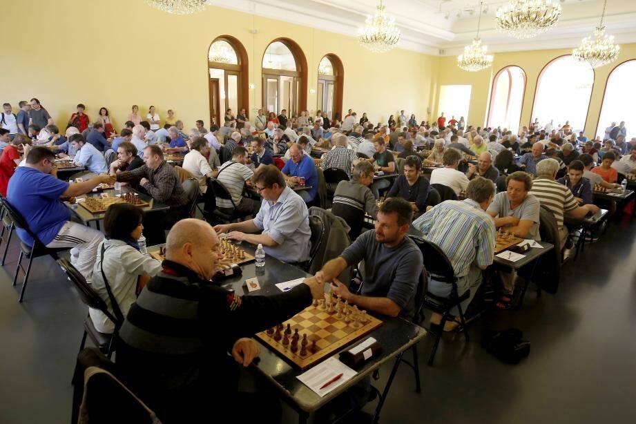 Jusqu'à dimanche, 175 concurrents représentant 15 fédérations nationales s'affronteront au palais de l'Europe au cours de rondes d'échecs intensément disputées. Mais en silence !