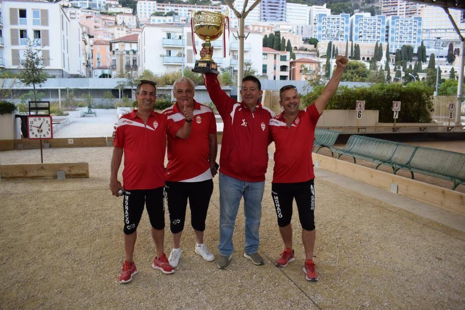 Jean-Pierre Gioe, Eric Motté et Franck Millo (de gauche à droite) ont célébré la victoire avec Marc Costa, président du CBM (coupe en main).