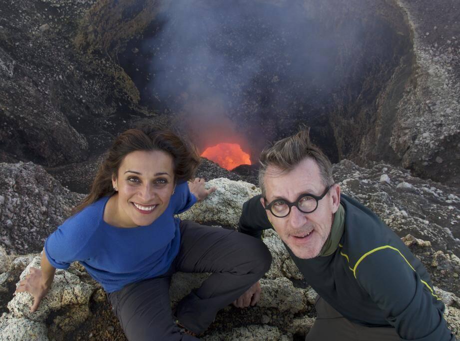 Les journalistes Myriam Bounafaa et Jamy Gourmaud se sont penchés sur les phénomènes naturels comme les éruptions volcaniques et les séismes.