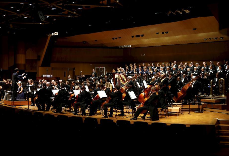 Deux cents personnes sur scène, sous la direction du jeune chef slovaque Juraj Valcuha, pour interpréter une grande œuvre du XXe siècle du compositeur tchèque Janacek.