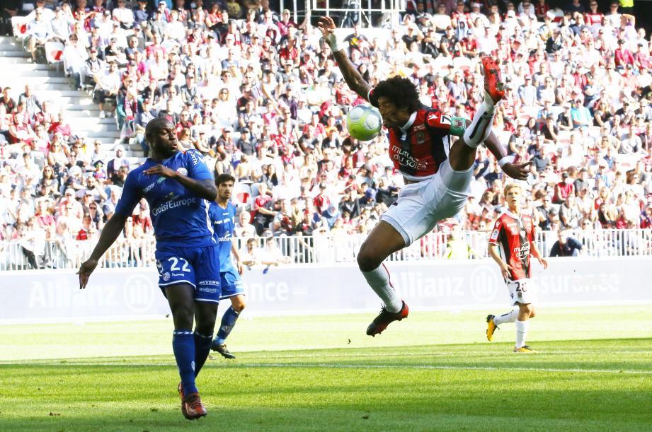 Dante et l'OGC Nice sont tombés de haut contre Strasbourg..