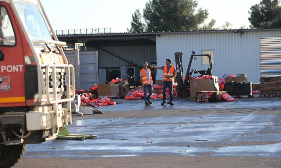 Sept containers de matériel nautique ont été brûlés hier, en fin d'après-midi, sous l'effet d'un départ de feu vite maitrisé.