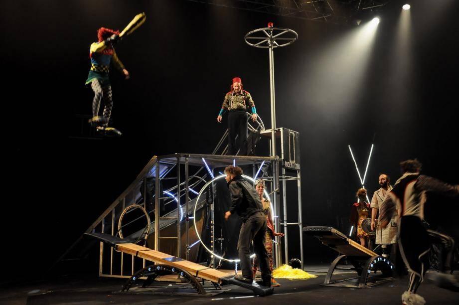 Rampes de flipper métalliques, toboggans, flips en bascules coréennes... et c'est eux les boules, les artistes !