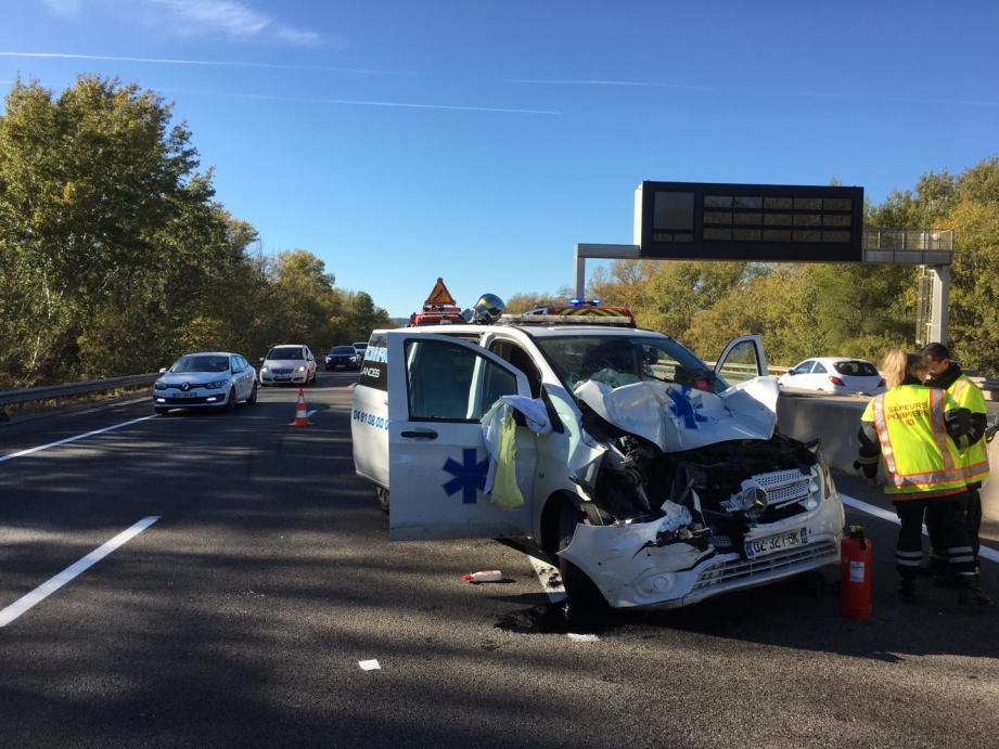 L'accident a provoqué un ralentissement sur l'A8  pendant plus d'une heure.