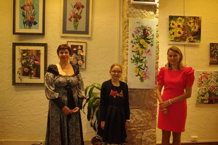 Anna Khlebnikova et Helena Smirnova, deux artistes venues de l'Est, proposent une exposition très fleurie.