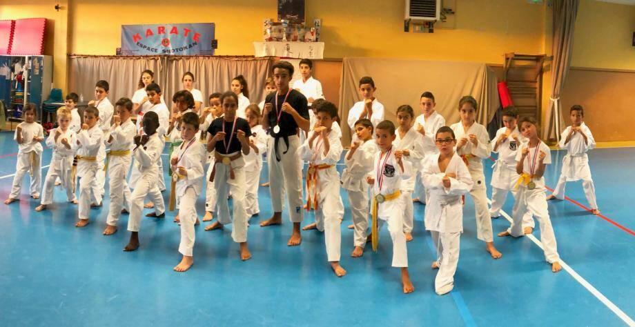Les jeunes combattants médaillés de l'espace Shotokan du Cannet.