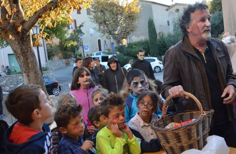 Des petits zombies qui ont bravé le vent pour arpenter les rues du village, à l'issue de la dernière séance.