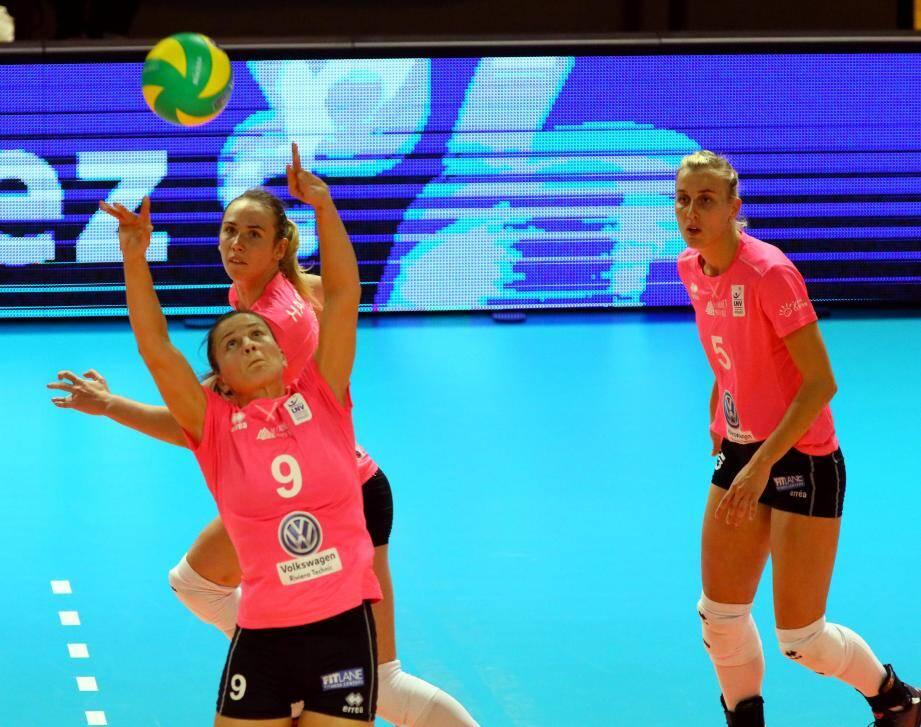 Anastasia Salina (numéro 9) et les Cannettanes avaient perdu le premier set...