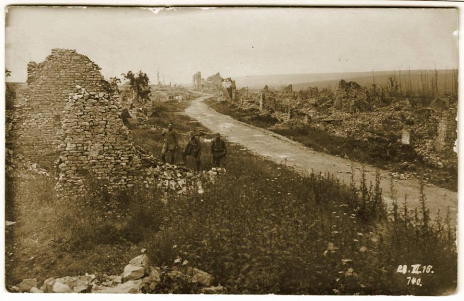 Le 111e RI a été laminé dans le bois de Malencourt, dont il ne reste rien.