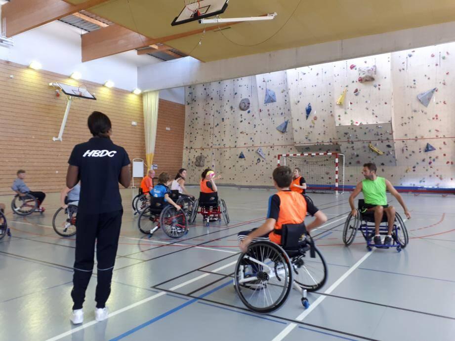 La séance du samedi hand'fauteuil connaît un succès croissant au HBDC.