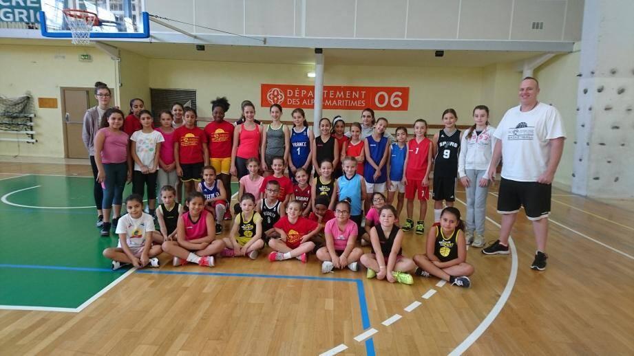 35 jeunes filles sont encadrées par les éducateurs de RCM basket. (DR)