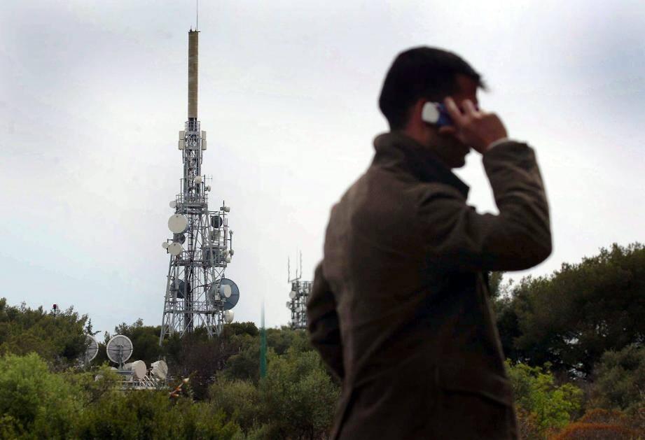 La TNT libère des fréquences car le Français devient de plus en plus mobile. Avec la 4 et 5 G son usage pourrait devenir encore plus attractif sur smartphone et tablette.