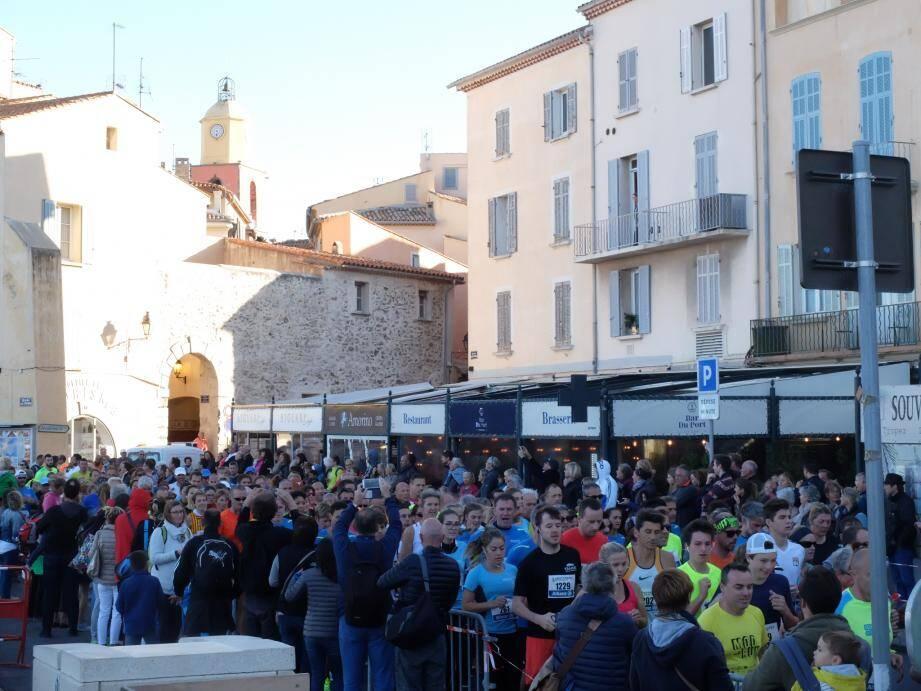 Quelque 1 600 coureurs ont bravé le mistral.