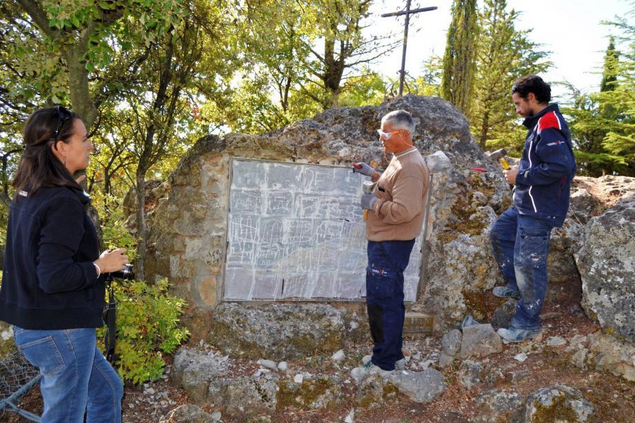 Magali Asquier et l'entreprise Girard ont protégé et démonté la plaque pour la transférer à Nice.