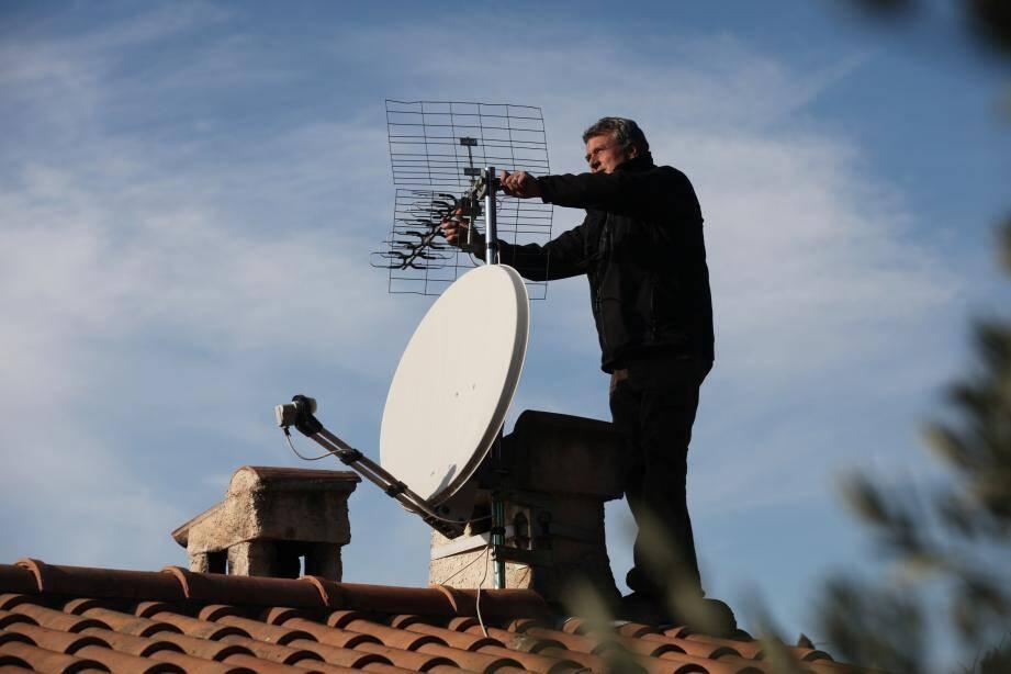 La TNT libère des fréquences car le Français devient de plus en plus mobile. Avec la 4 et 5 G, son usage pourrait devenir encore plus attractif sur smartphone et tablette.