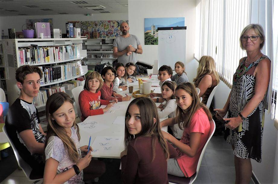 Les jeunes illustrateurs à l'écoute de S. Telleschi.