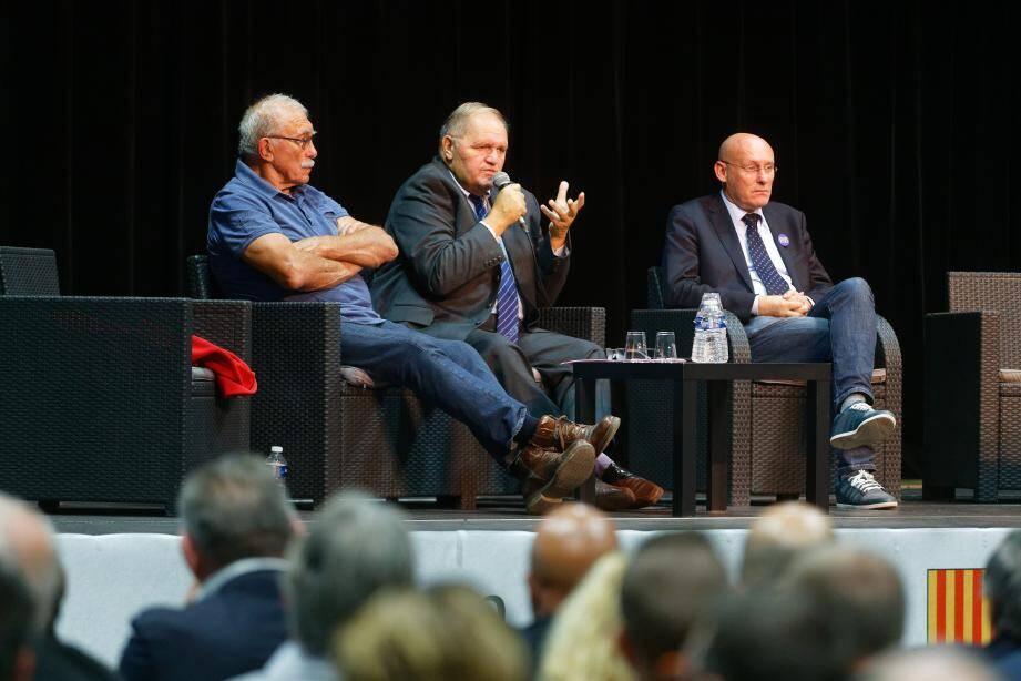 André Herrero (à gauche) et Bernard Laporte (à droite) sont venus soutenir Henri Mondino, qui brigue la présidence de la prochaine ligue PACA.
