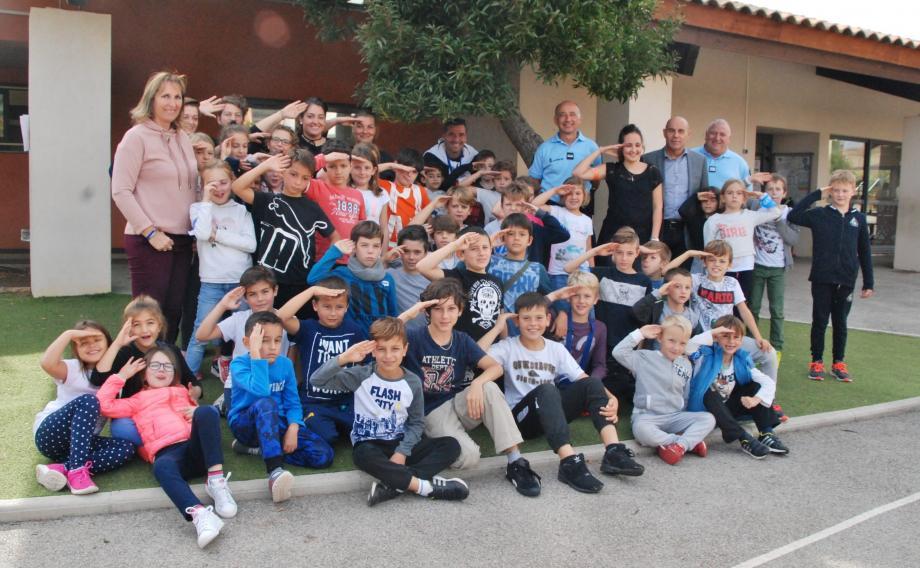 À la mi-journée, le maire François Arizzi et son adjointe à la jeunesse Magali Tropini sont venus voir où en était l'enquête !