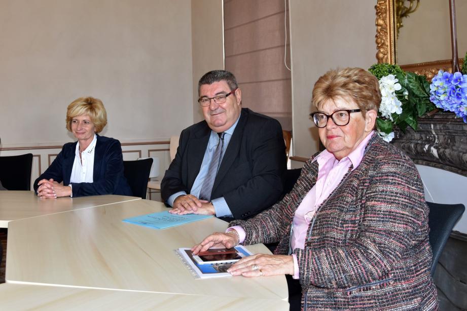 Le président Giraud à beaucoup échangé avec le maire, Liliane Boyer, et les élus locaux.