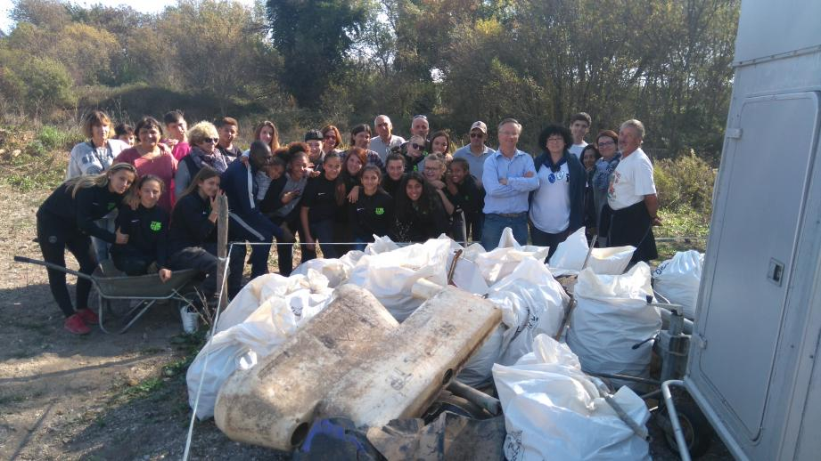 Des déchets en tout genre ont été retirés de l'espace naturel sauvage de la Lieurette.