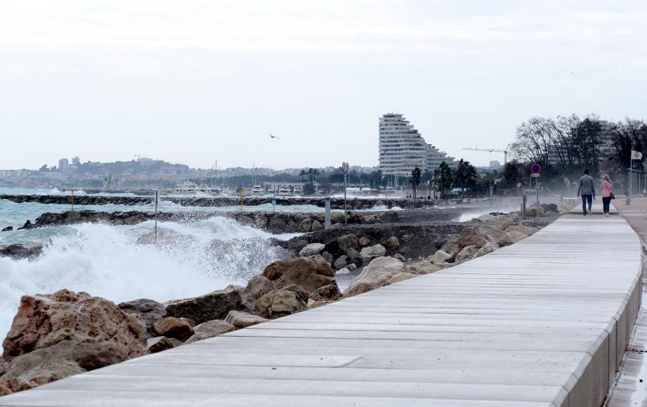Ce dispositif vise à réduire l'impact des vagues sur nos côtes, notamment en cas de coup de mer.