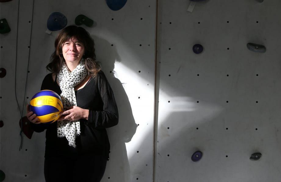 Corinne Pecheur, présidente du Volley club Hyères-Pierrefeu, souhaite que la formation devienne l'un des atouts majeurs du club.