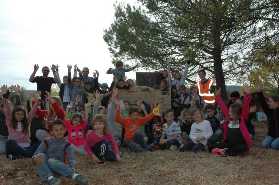 Les enfants aux parc des Bréguières.