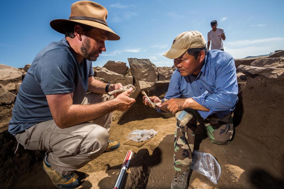 Jérôme Magail et Jamyian Ombo Gantulga dirigent ensemble la mission archéologique entre les deux pays, à raison d'une campagne de fouilles annuelle dans la province de l'Arkhangaï.