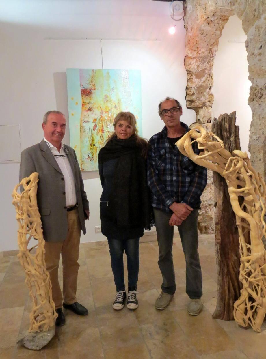Camille Bouge (à gauche) a reçu les deux artistes exposants.
