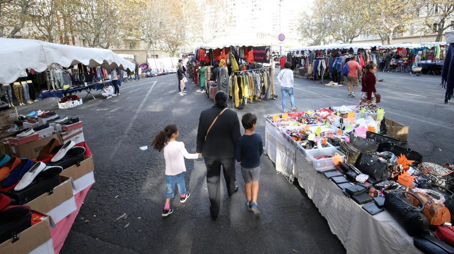 Même le samedi, le marché du Mourillon peine à faire le plein.