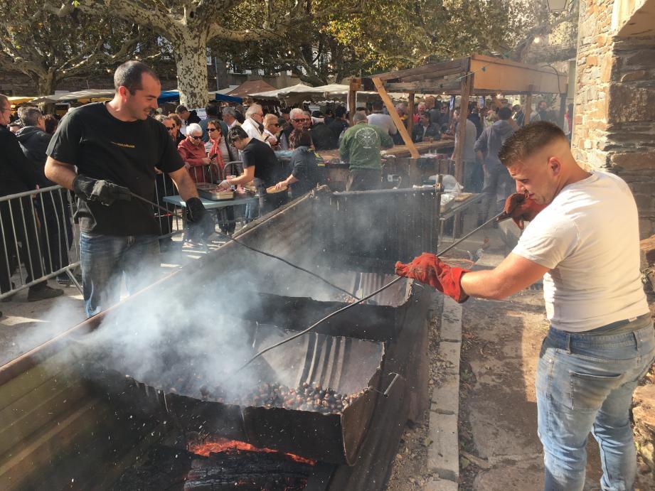 Les châtaignes grillées ont répandu leur délicieuse odeur dans le village et régalé les gourmands.