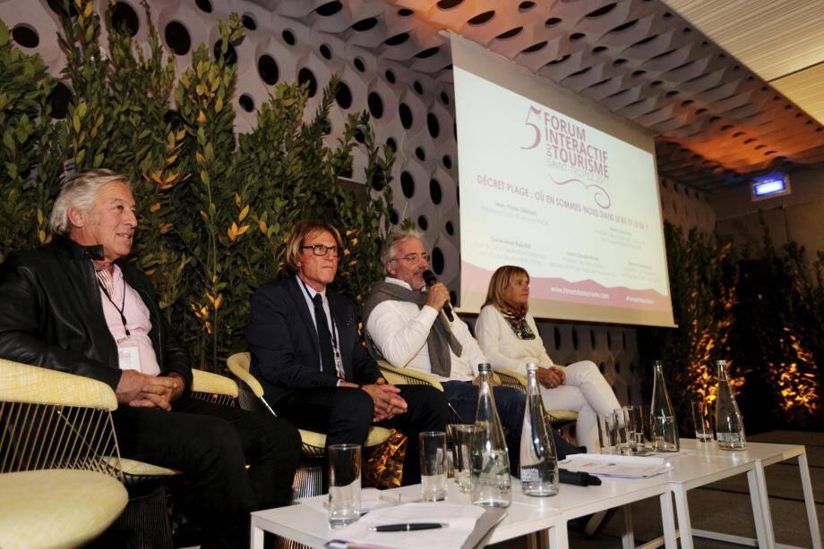 Le Niçois René Colomban (à gauche) et Jean-Claude Moreu (au micro) sont montés une nouvelle fois au créneau pour défendre la profession.