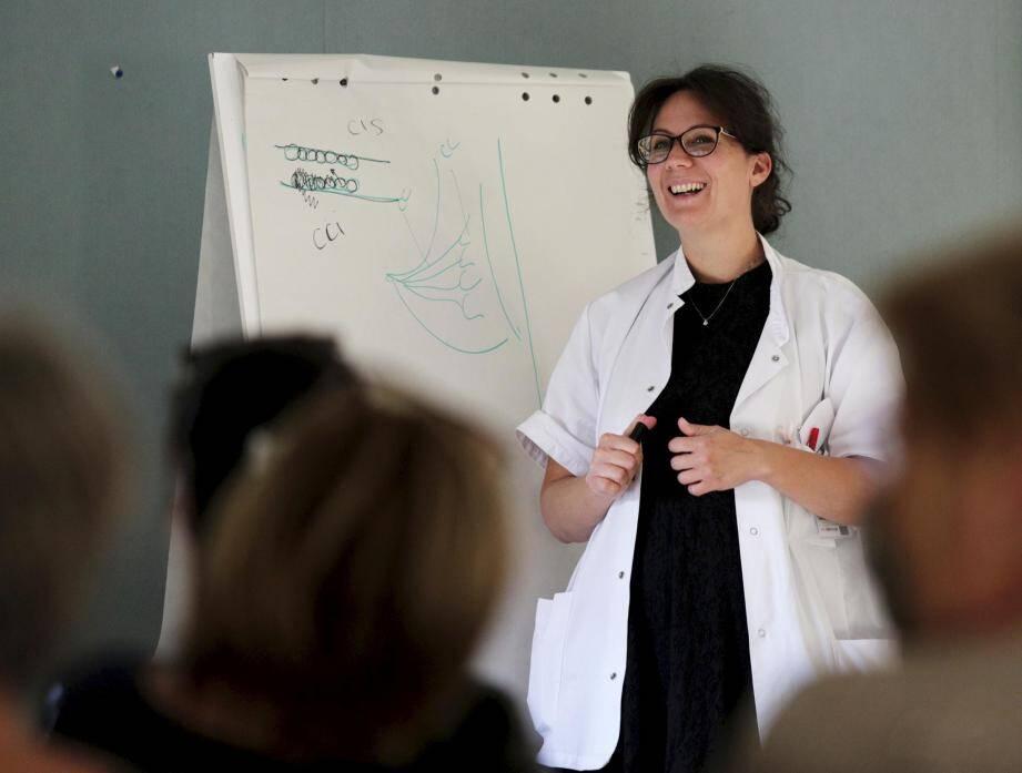 Le docteur Vanessa MATHIEU-GUERINI, gynécologue, pratiquera prochainement de nouvelles techniques de reconstruction mammaires à l'hôpital de Draguignan.