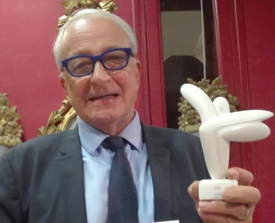 Pour le commissaire priseur Richard Maunier, c'est la sculpture de Lofti Romhein qui est la plus belle de la vente.