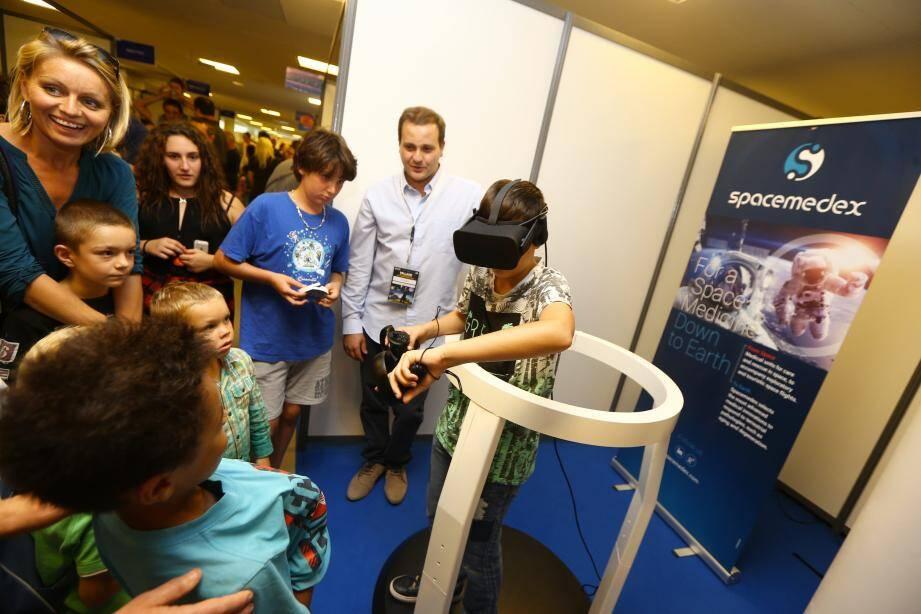 Village des sciences et de l'innovation au Palais des congrès de Juan-les-Pins.